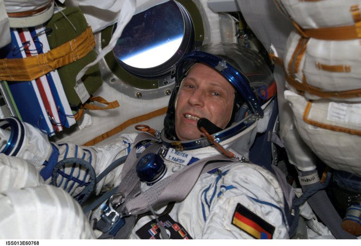Thomas Reiter participates in couch fit check in Soyuz TMA-8