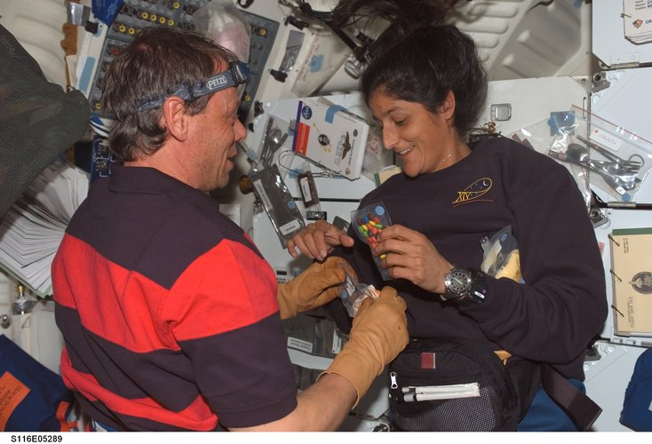 Christer Fuglesang and Sunita Williams prepare a meal
