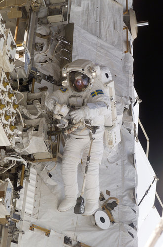 Christer Fuglesang takes part in his third spacewalk