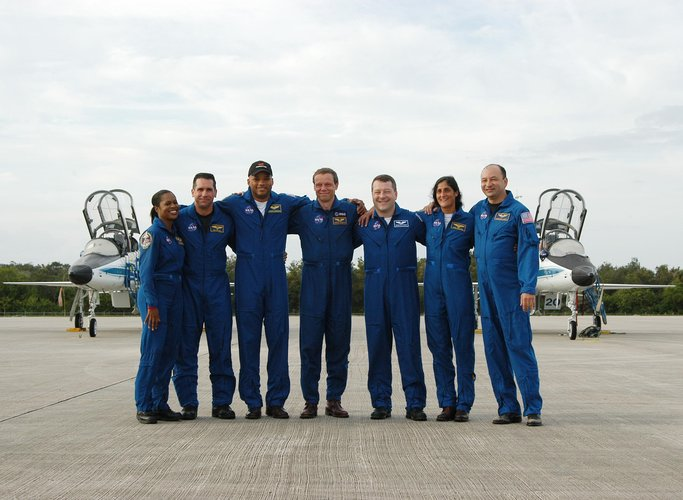 STS-116 crew arrive at KSC ahead of the launch