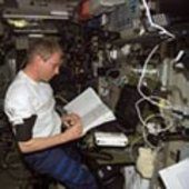 ESA's Thomas Reiter performs experiment on ISS, near an iPod