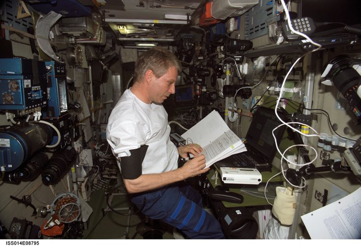 Thomas Reiter works with the Cognitive Cardiovascular experiment in 2006