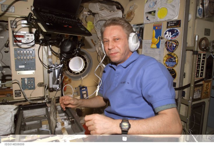 Using a communication system in the Zvezda Service Module