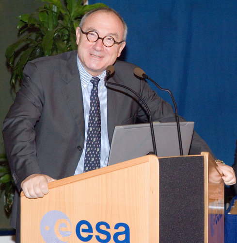 ESA's Director General, Mr. J.-J. Dordain during the ESA Awards Programme 2005