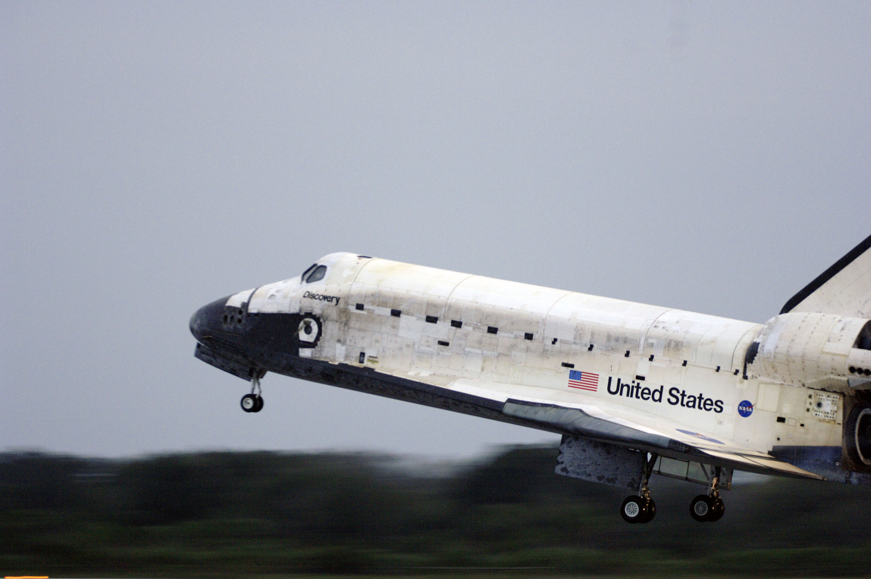 Space Shuttle Discovery Landing - Pics about space