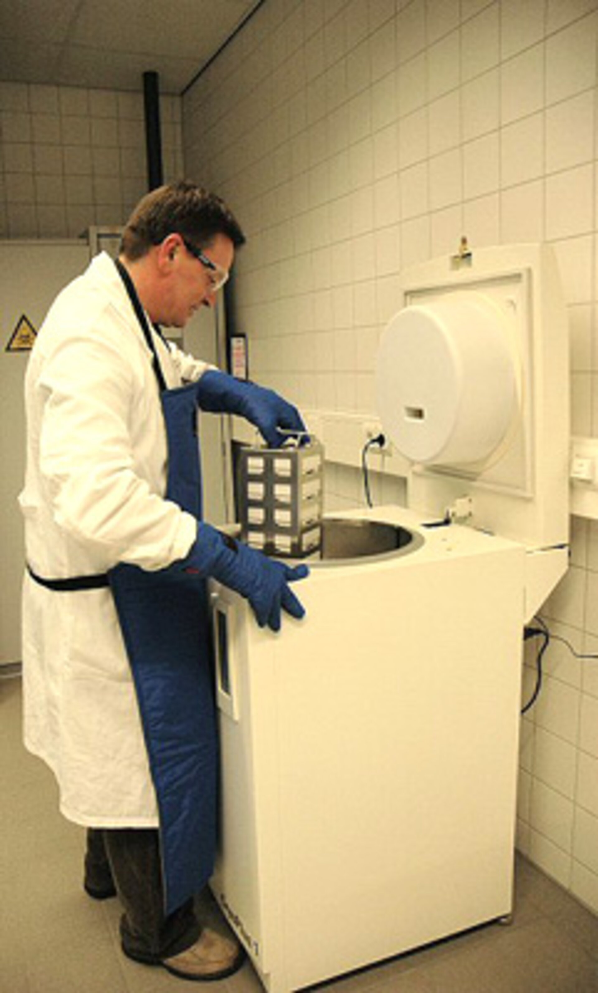 Removing samples from low temperature storage