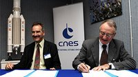 ESA and CNES sign assistance contracts