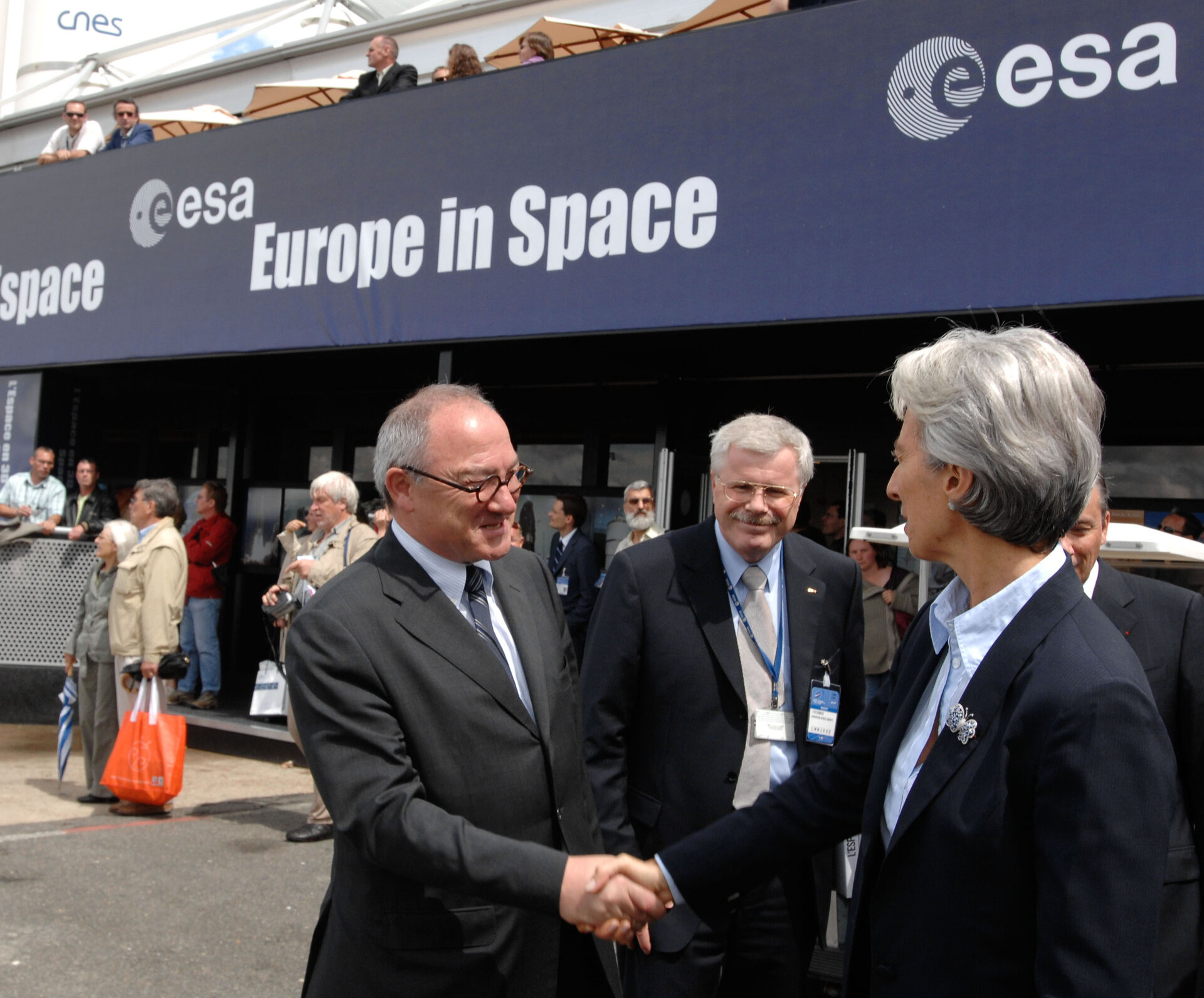 Mr. Dordain, ESA Director General welcomes Mrs Lagarde, French Minister of Economy and Finance to the ESA pavilion