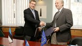 Mr Parts and Mr Oosterlinck signed the Cooperation Agreement on