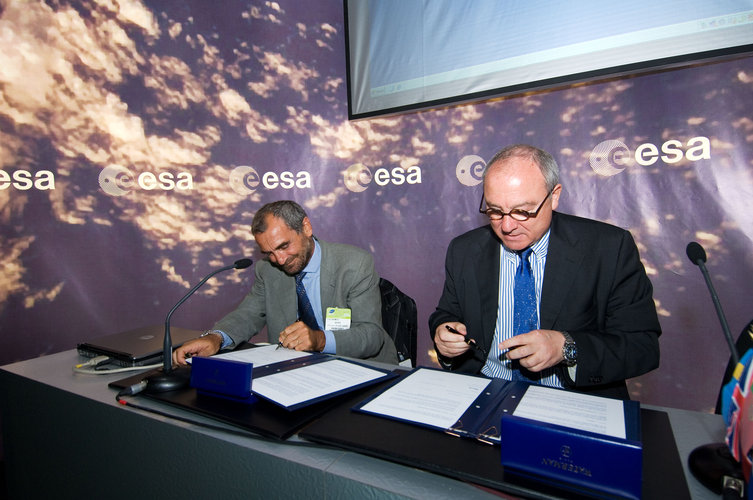 Signature of the Memorandum of Agreement between ESA and the new organisation SME4space
