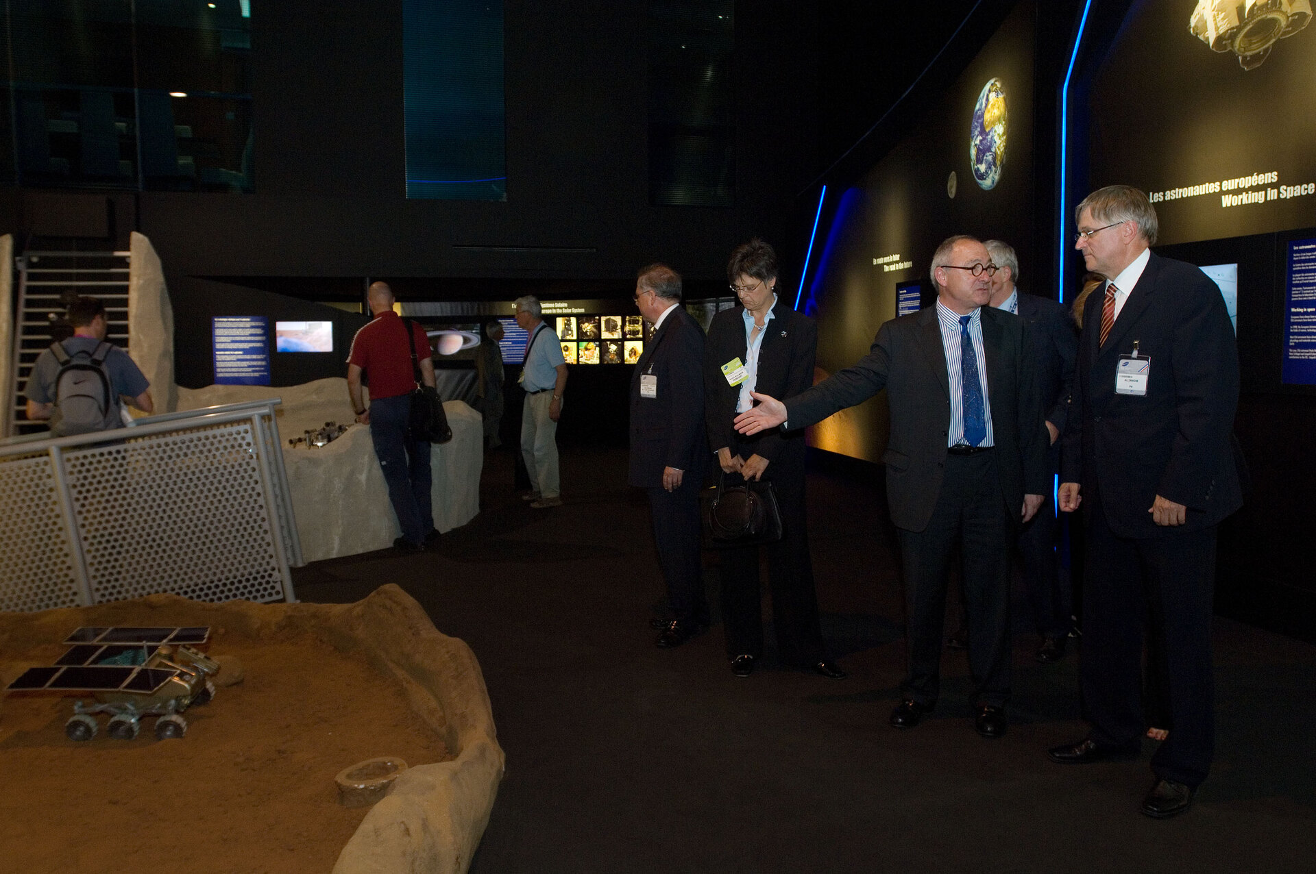 Visit of the ESA pavilion by Mr Petre Hintze, Parliamentary State Secretary in the German Ministry of Economics and Technology
