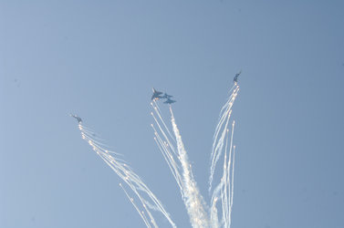 Impressive flying displays during the air show at MAKS 2007