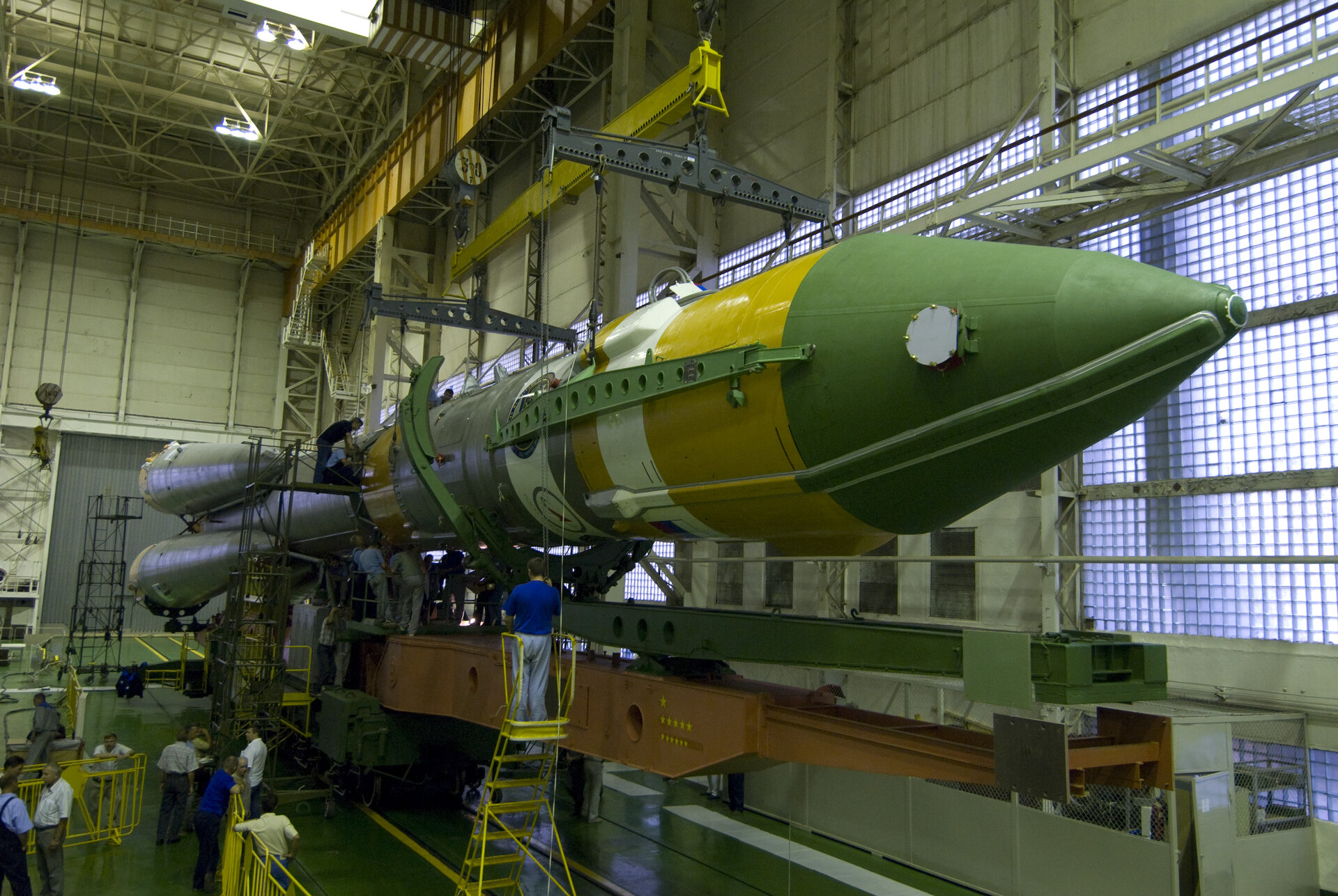 Foton-M3 fairing and assembly, Baikonur, 12 September 2007