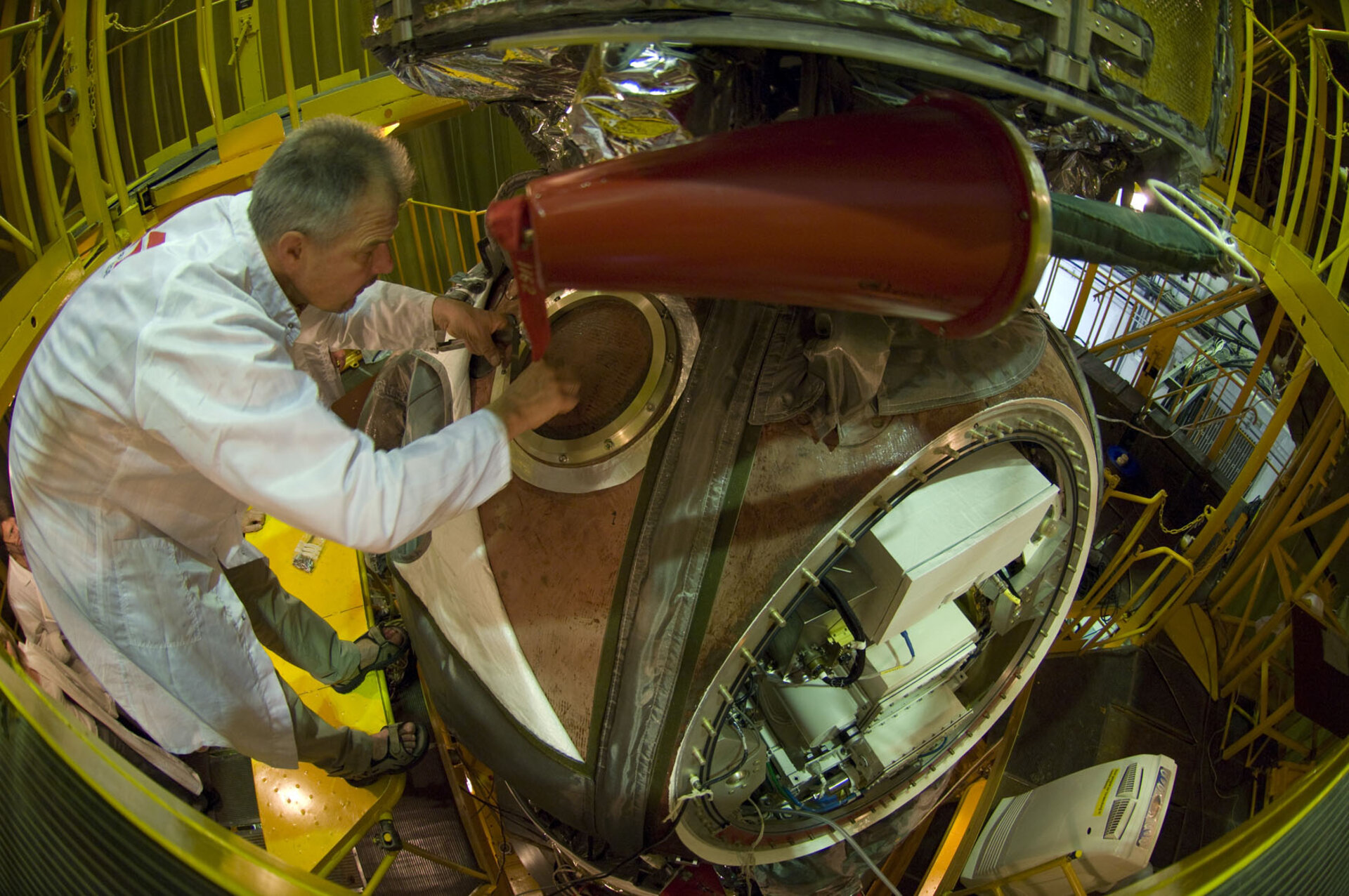 Installation of Biopan on the exterior of the Foton-M3 re-entry capsule