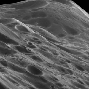 Mountains on Iapetus