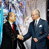 Carl XVI Gustaf shaking hands with Koïchiro Matsuura