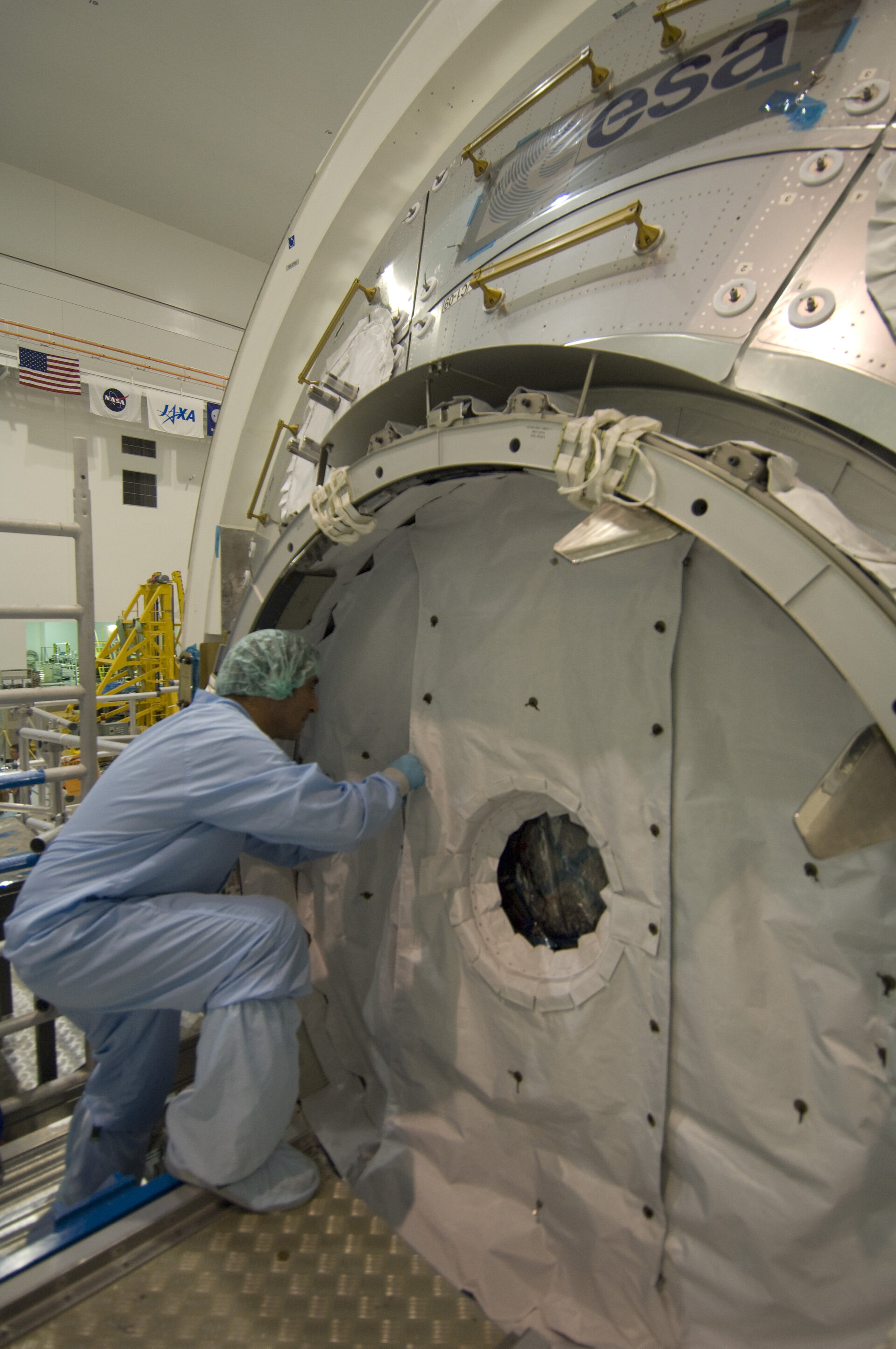 Columbus laboratory final hatch closure in NASA's Space Station Processing Facility