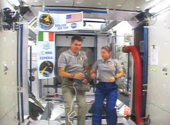 Paolo Nespoli and Pamela Melroy during the ESA/ASI inflight call with Italian President Napolitano