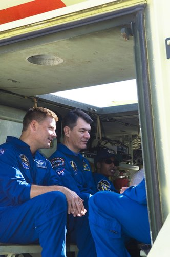STS-120 crew during training with the M-113 armoured personel carrier at KSC