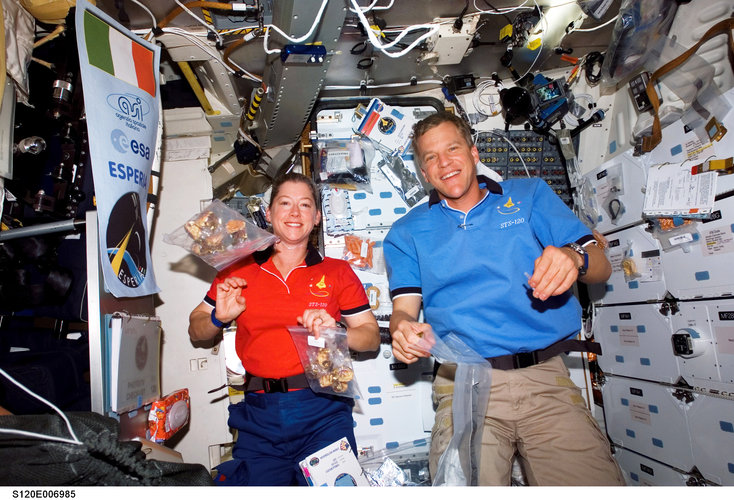 The crews were treated to an Italian meal on board the ISS