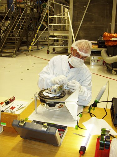 A rotation mechanism is checked before being reattached to Jules Verne ATV