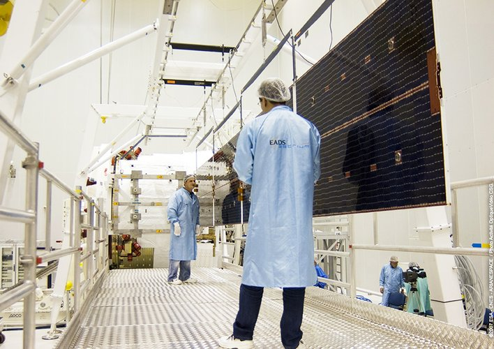 Inspection of deployed solar array for Jules Verne ATV
