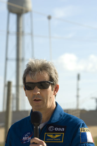 Léopold Eyharts talks to the media at the start of the second day of Terminal Countdown Demonstration Test activities at KSC