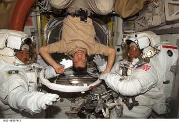 Paolo Nespoli helps spacewalk