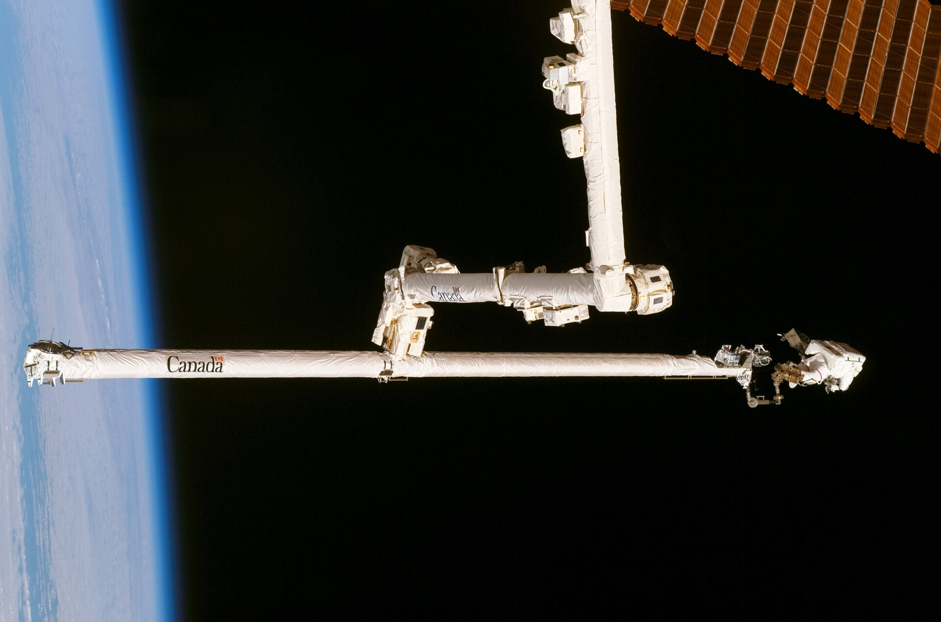 Spacewalk to repair the Station's torn solar array