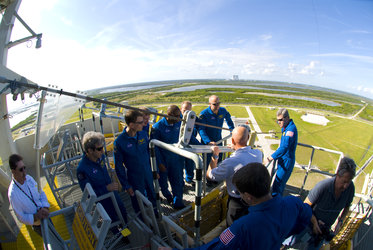STS-122 mission crew learn how to use the slidewire baskets to evacuate the launch pad in the case of emergency
