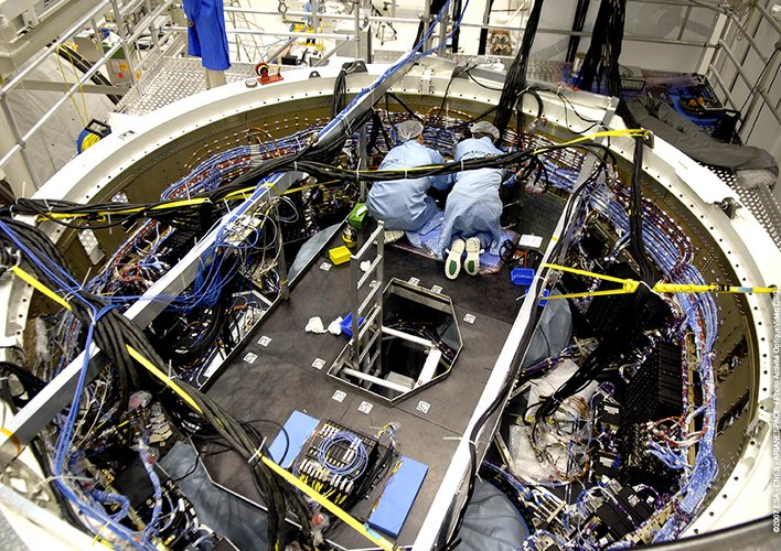 Batteries are placed inside the ATV's Equipped Avionics Bay before mating with the spacecraft's pressurised module
