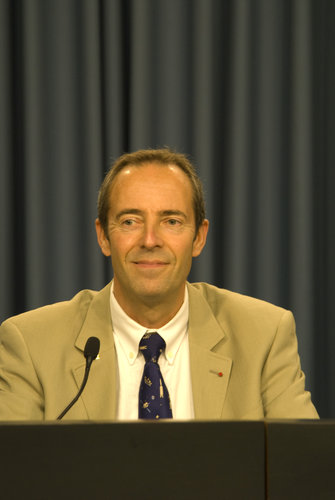 ESA astronaut Jean-François Clervoy during the ESA press briefing at KSC