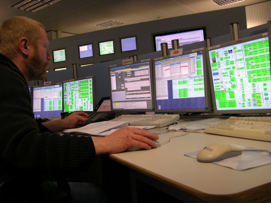 Engineer at work in the ESTRACK Control Centre