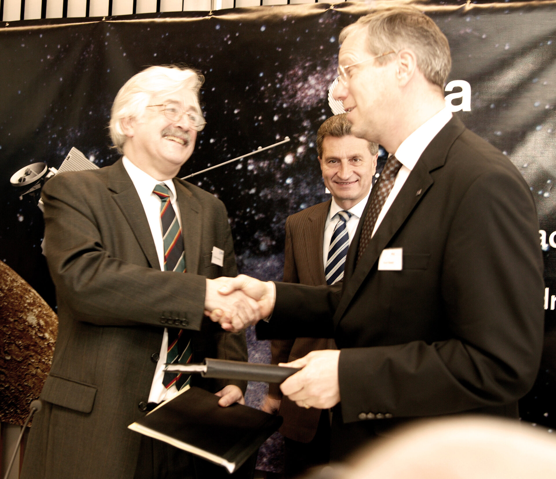 ESA and Astrium sign the BepiColombo contract