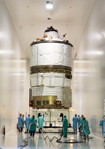 Jules Verne ATV is moved from the S5C hall to S5B - here ATV will be loaded with Russian propellants