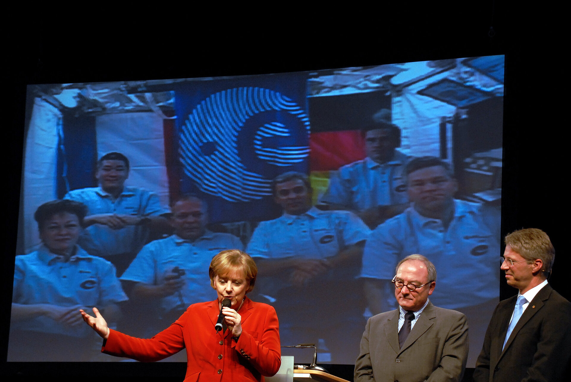 German Chancellor Angela Merkel makes in-flight call to ISS