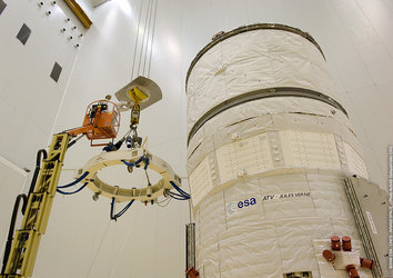 Jules Verne ATV is integrated on the Ariane 5 ES launcher in the Final Assembly Building