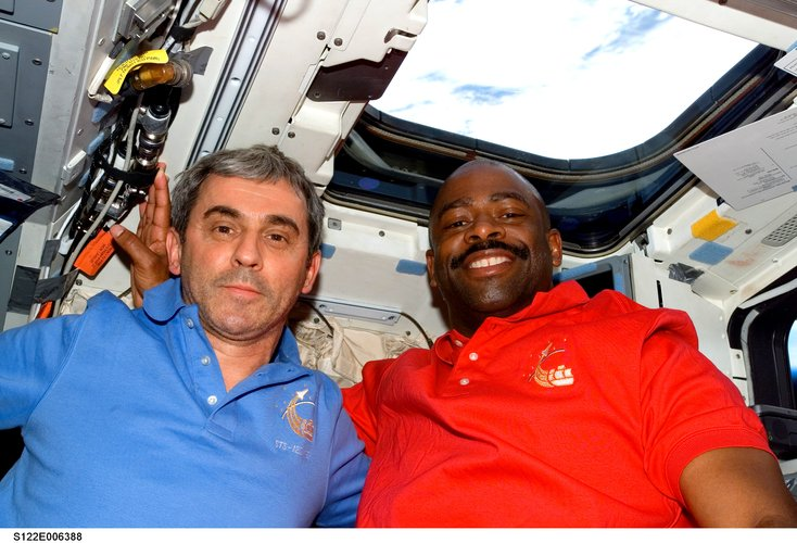 Leopold Eyharts and Leland Melvin in the Shuttle middeck