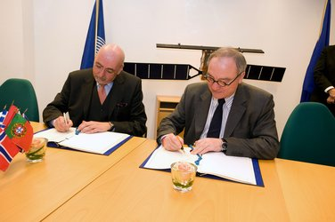 Mr Dordain (right) and Mr Zourek signing the agreement