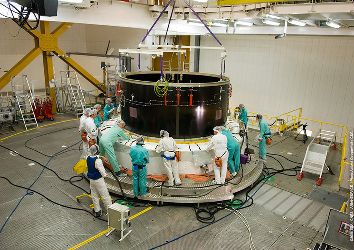 Preparing to integrate the Separation and Distancing Cylinder (SDC) for Jules Verne with the Ariane 5 launcher