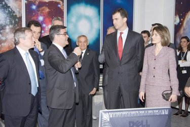 The Spanish royals visit the ESAC Mission Planning room.