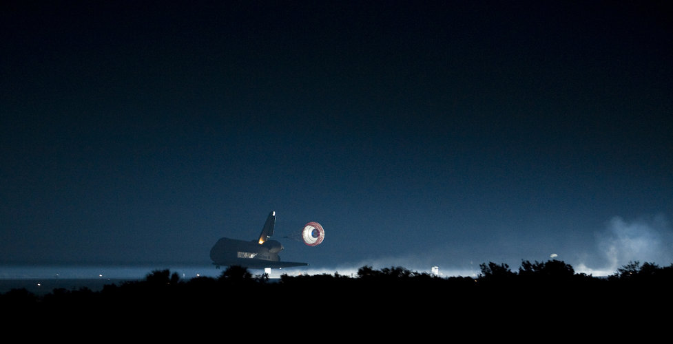 Endeavour lands at Kennedy Space Center, Florida