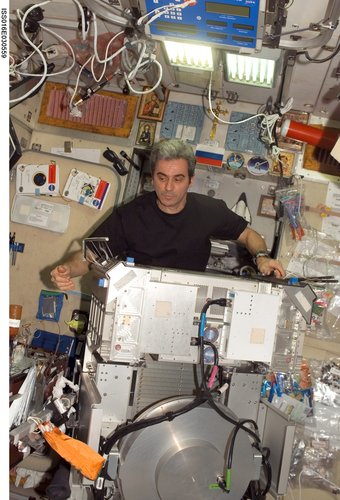 Léopold Eyharts joined Expedition 16 after arrival with STS-122