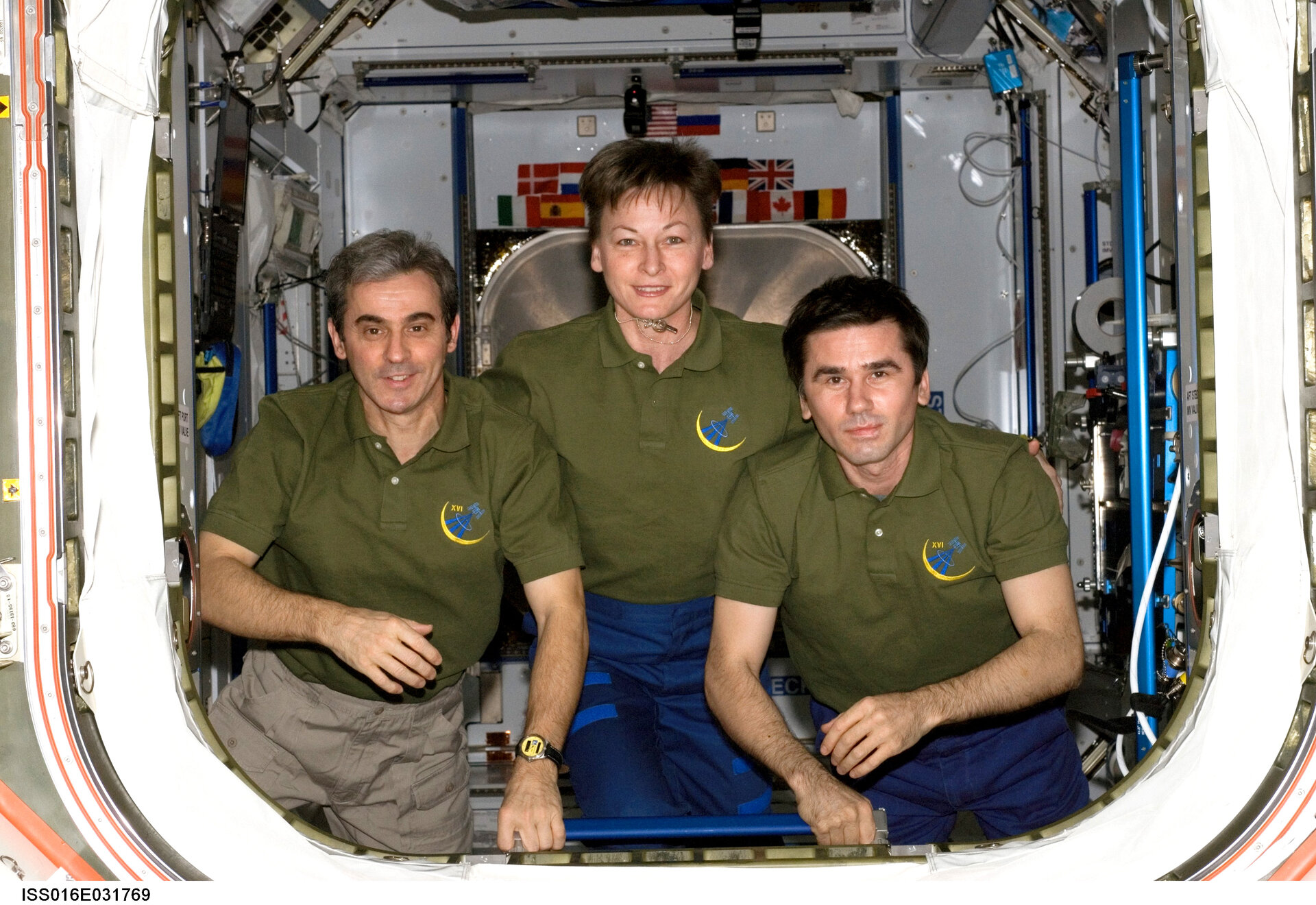 Leopold Eyharts poses with his ISS crewmates Peggy Whitson and Yuri Malenchenko