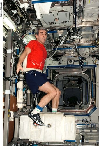 Leopold Eyharts undergoes physical training in the ISS