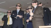 Prins Willem Alexander looks at 3D screen in CDF