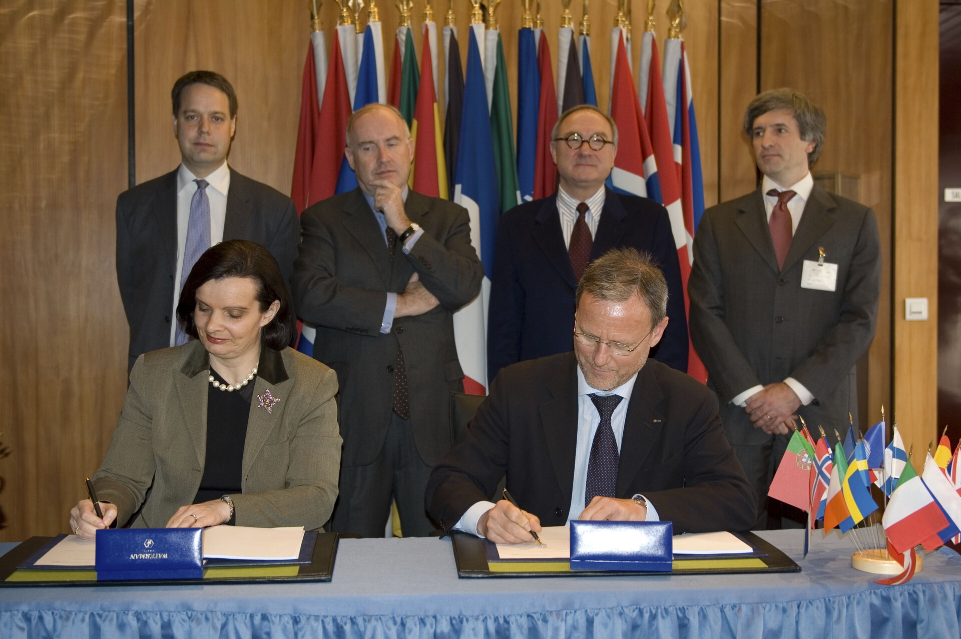 Volker Liebig and Pascale Sourisse signing the contract for Sentinel-3