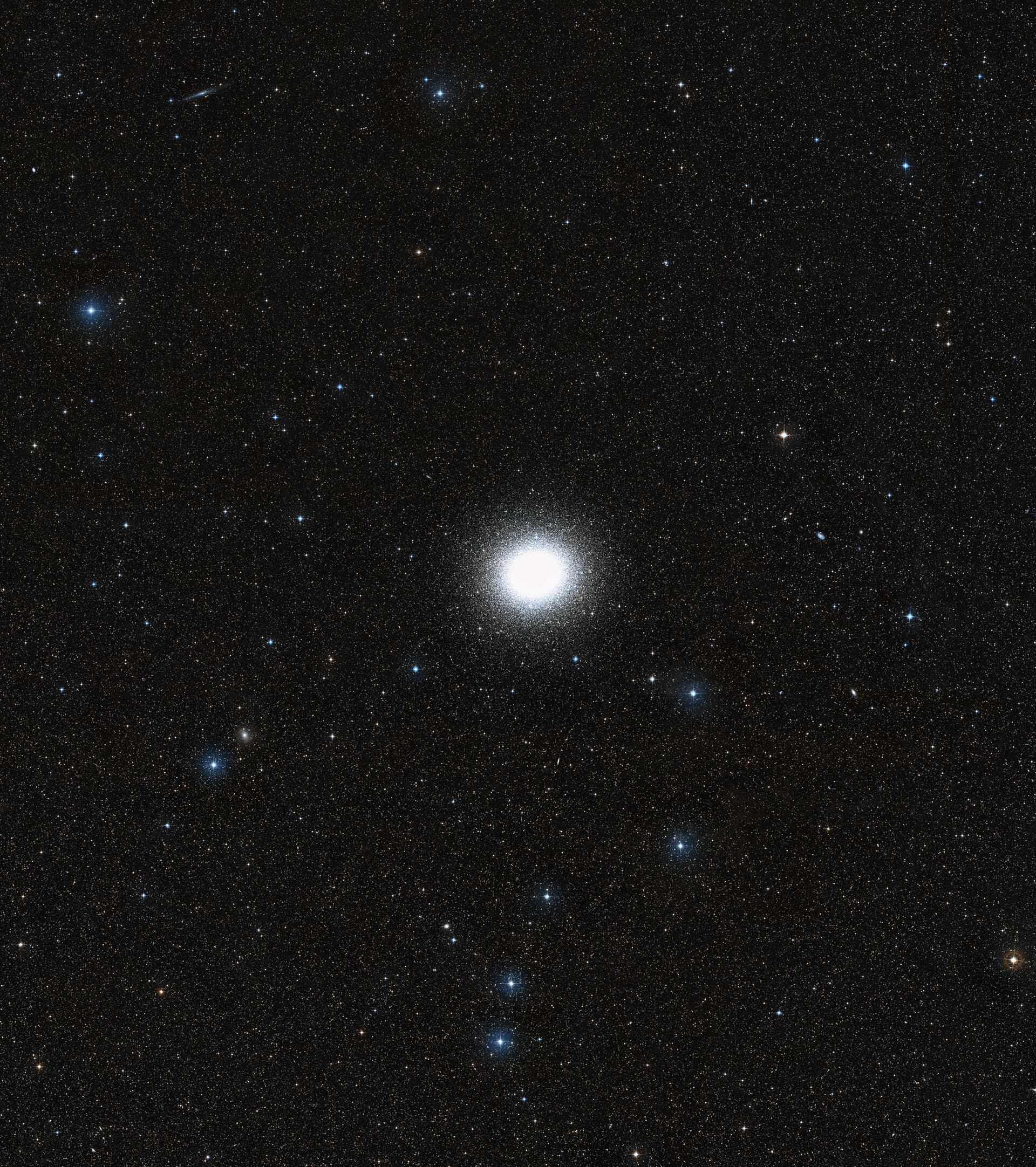 Wide-field of Omega Centauri and its surroundings (DSS2 excerpt)