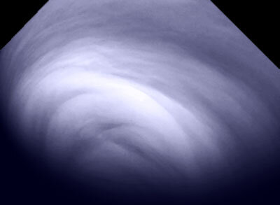 Close-up on venusian cloud structures at the south pole