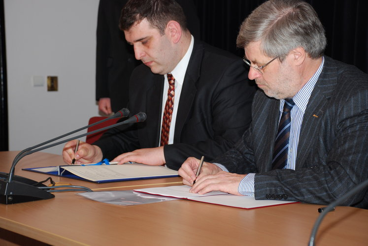 Poland and ESA sign the Plan for European Cooperating State (PECS)